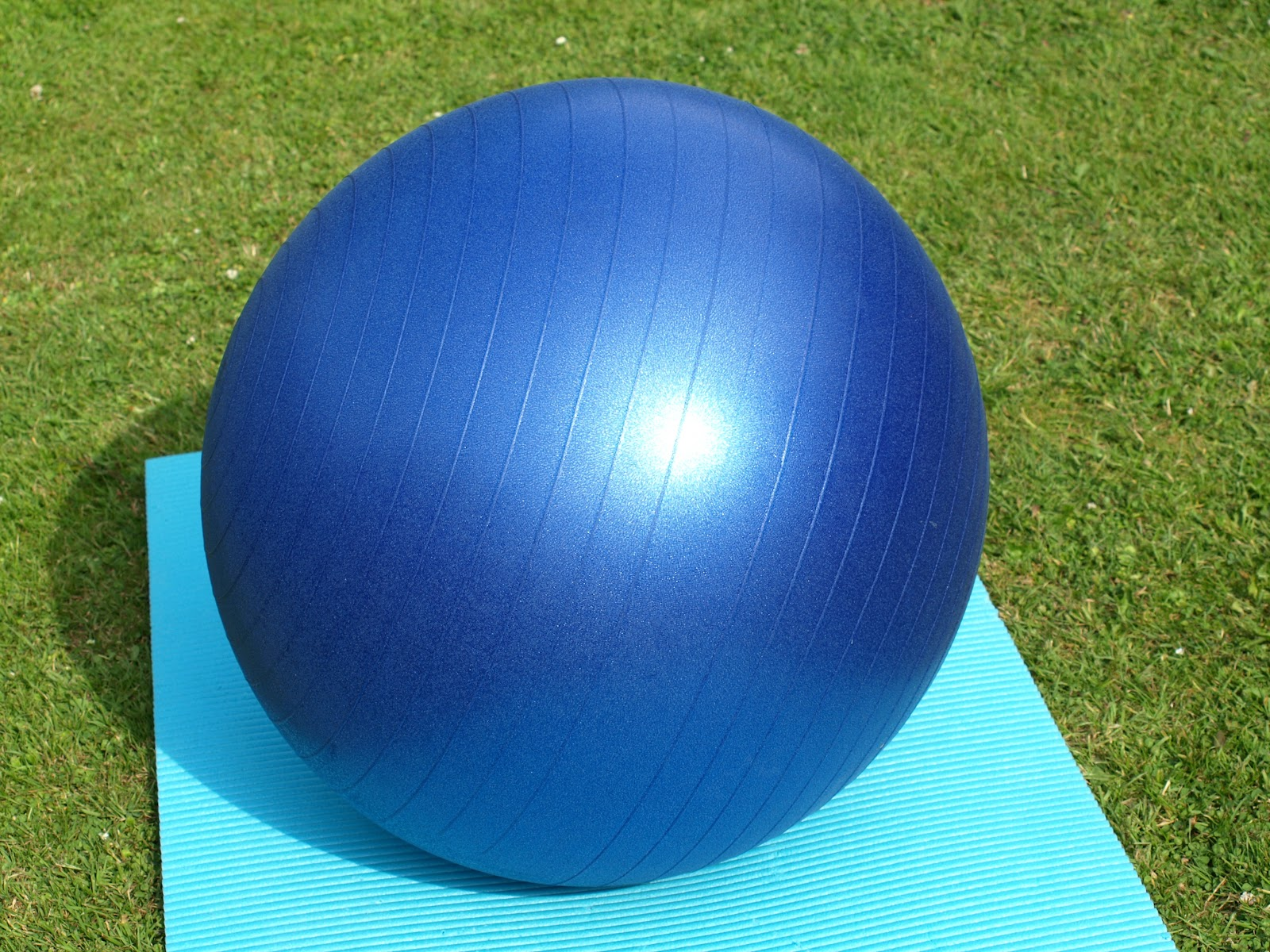 exercise-ball-374948.jpg