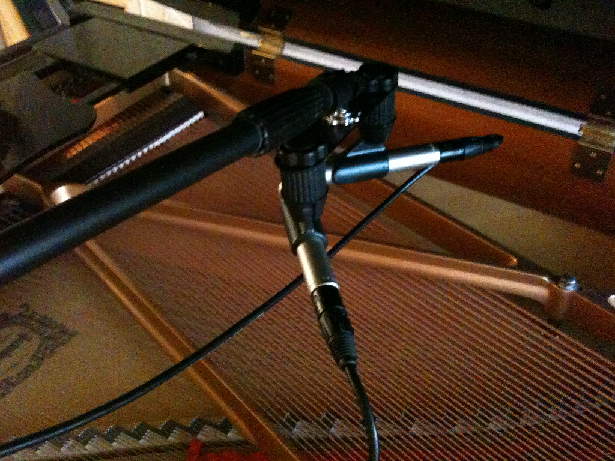XY stereo miking on a piano