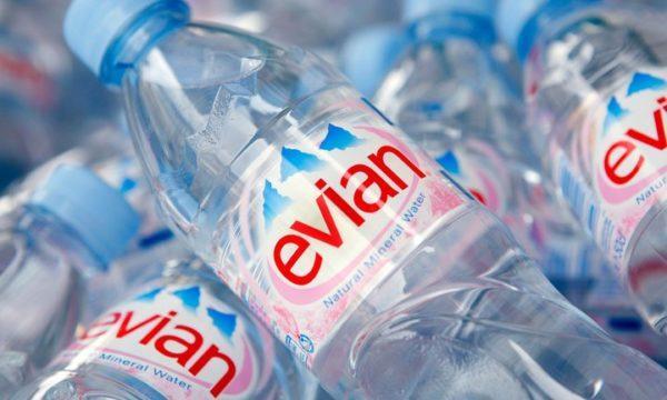Virat Kohli drinking water
