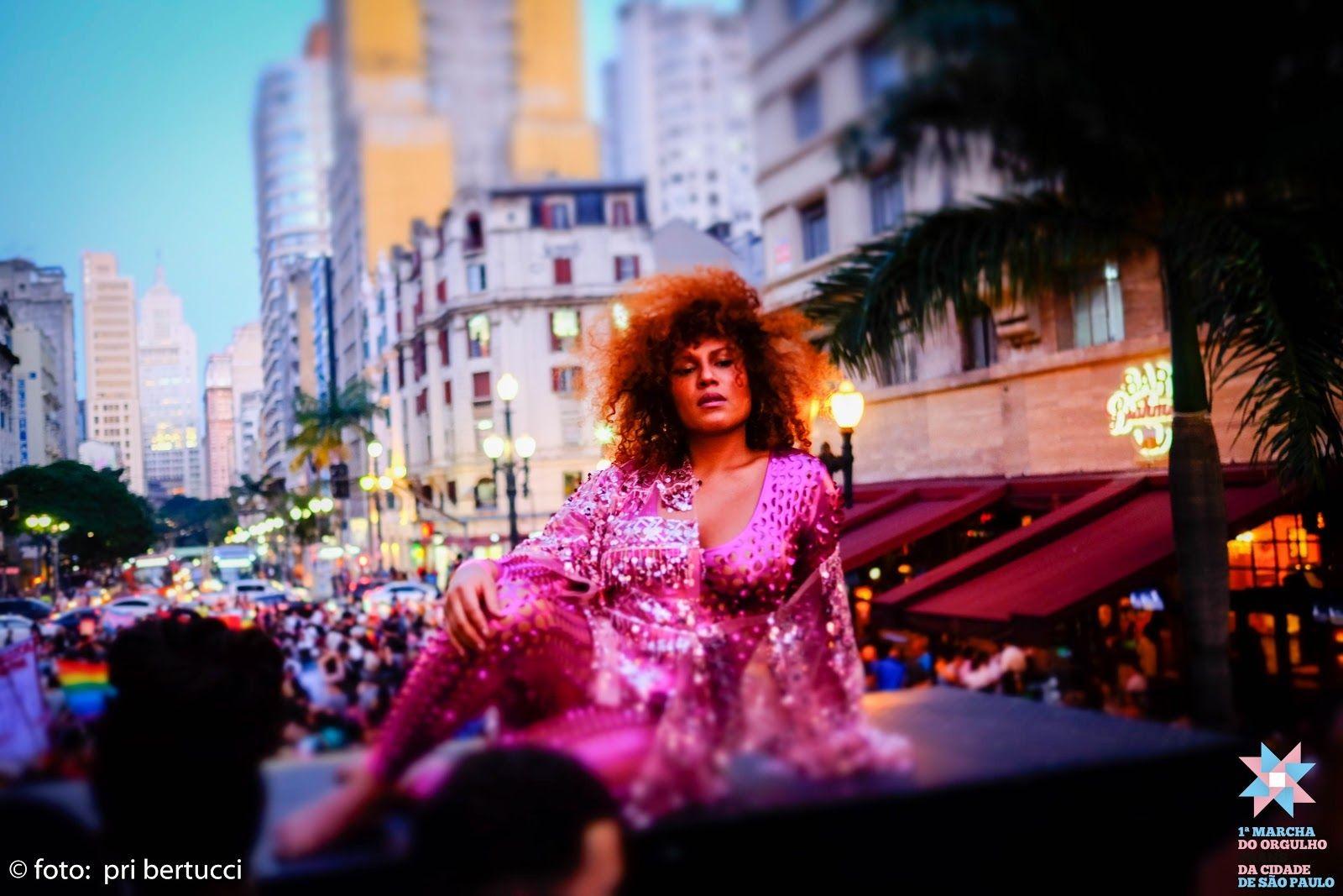 Mel é a mestre de cerimônias da 2ª Marcha do Orgulho Trans de São Paulo. Foto: Pri Bertucci.