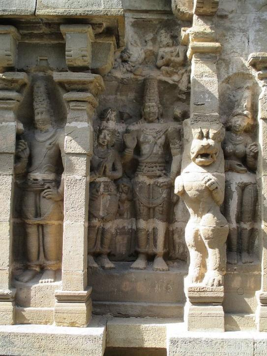 https://upload.wikimedia.org/wikipedia/commons/thumb/5/5d/Vaikunta_Perumal_temple_Kanchipuram_%284%29.jpg/800px-Vaikunta_Perumal_temple_Kanchipuram_%284%29.jpg