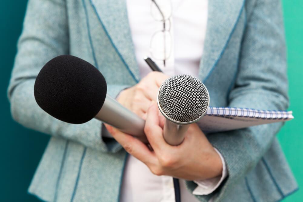 Qual faculdade fazer para ser repórter? [Guia Completo]
