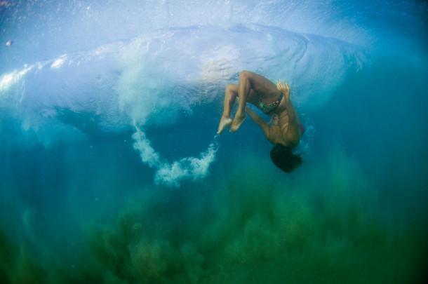 Woman posing underwater ‹ Byron Bay Photographer Anaïs Chaine