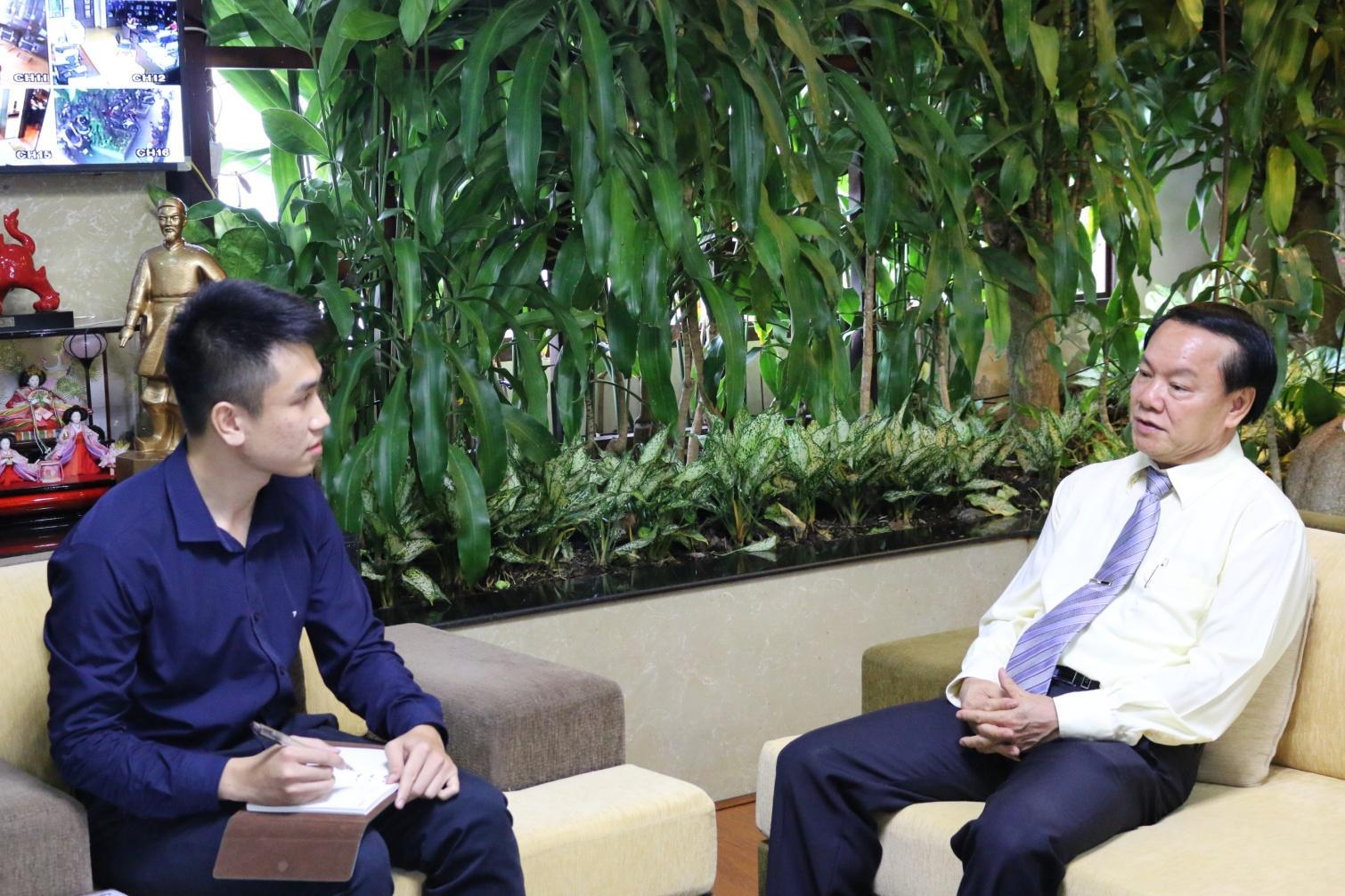 1. Ông Lê Thanh Thuấn – Chủ tịch HĐQT Tập đoàn Sao Mai trả lời phỏng vấn phóng viên tờ báo NNA (Nhật bản).JPG