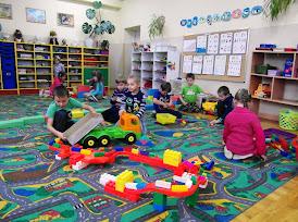 Swobodna zabawa dzieci pod ścisłą ochroną