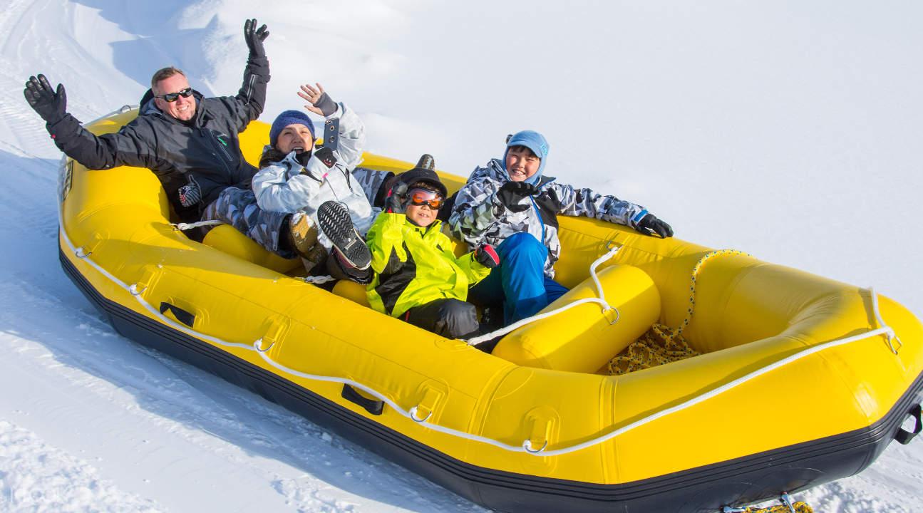Đi bè trên tuyết là sự lựa chọn tốt nhất cho trò chơi nhiều người chơi