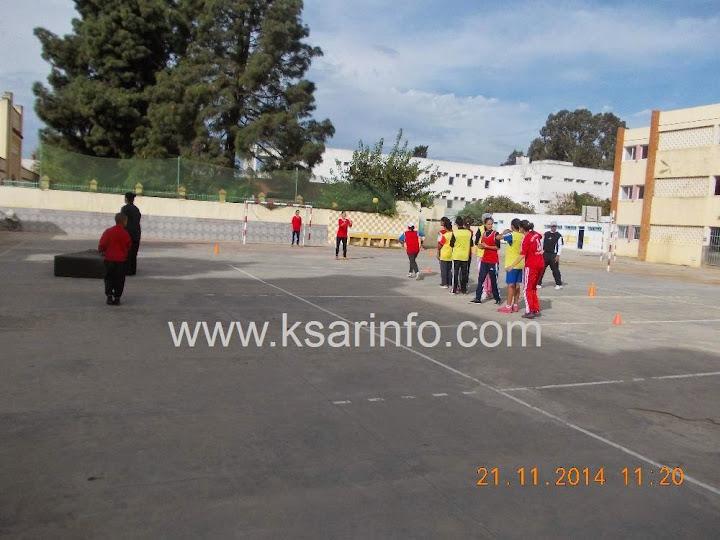 تداريب  فريق كرة اليد إناث  بثانوية وادي المخازن  في العراء  لاتليق بالبطلات  + فيديو.