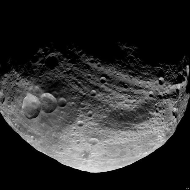Vesta có đường kính khoảng 530km - tức là bằng quãng đường từ Hà Nội đến Quảng Bình.