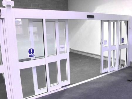 Cửa tự động tại bệnh viện mang lại sự an toàn cao cho bệnh nhân và bác sĩ