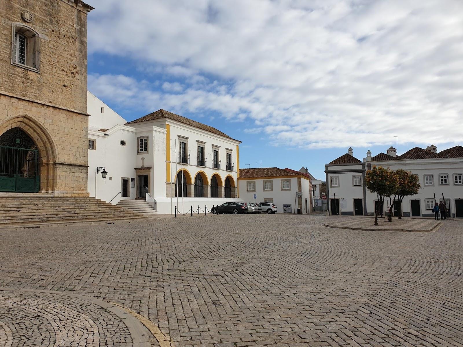 Läsnäolo Ihmiskunta yhteistyötä tarvitaan Faron pääaukio, the main square of Faro