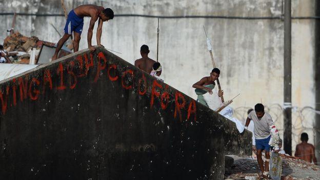 заключенные в бразильской тюрьме