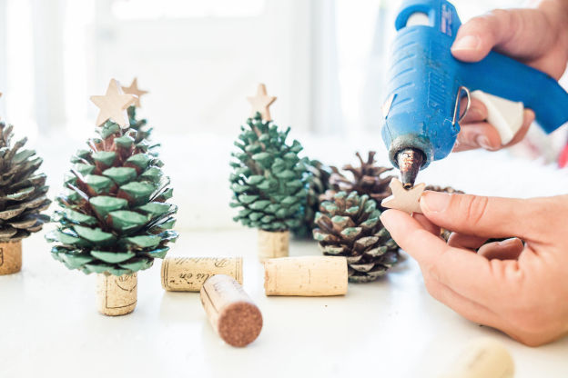 pinecone christmas trees, a craft that makes money