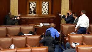 """La violencia nunca gana, y esta es la casa del pueblo"""": la frase con la que  Mike Pence reabrió la sesión del Congreso - Infobae"""