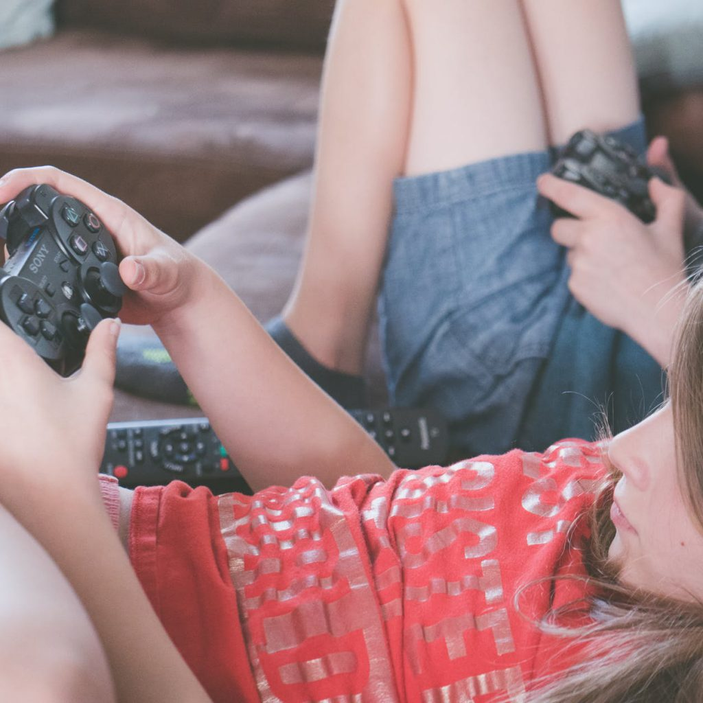 kids consuming content through video games