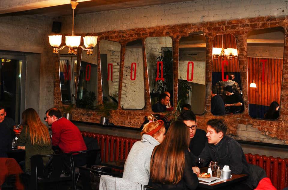 На втором этаже кафе-ностальгии «Молодость».