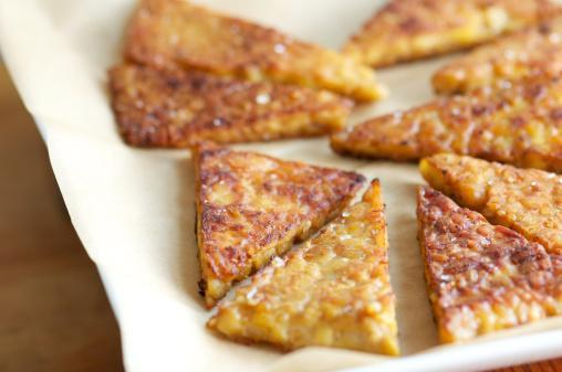 https://media.istockphoto.com/photos/fried-tempeh-triangles-on-parchment-paper-picture-id172391613?b=1&k=6&m=172391613&s=170667a&w=0&h=hjC0xq90IW1i3g-6Cg9k6Sd_HCZb977CbH4CG0ngflE=