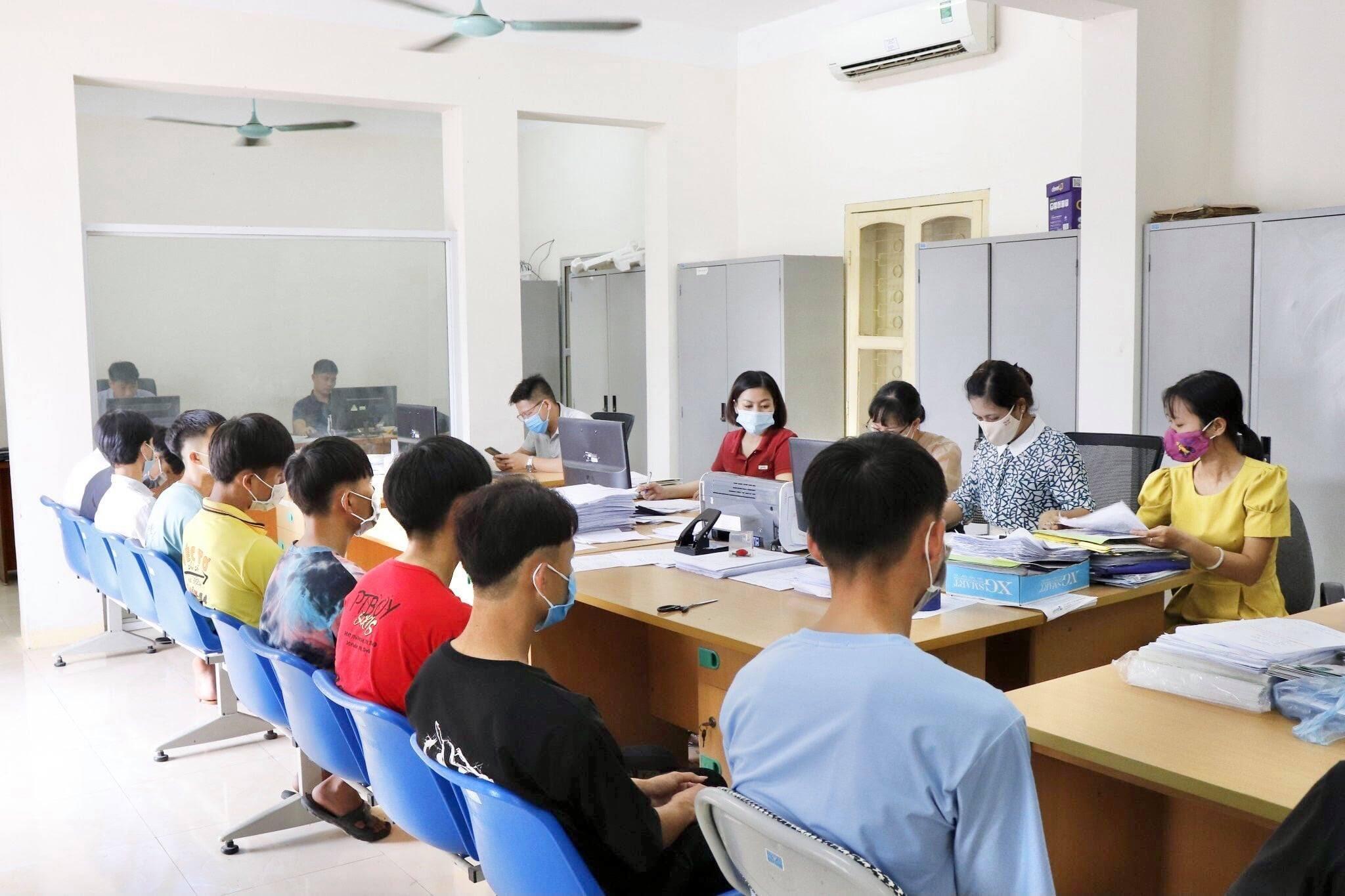 C:\Users\Administrator\Desktop\Doc's Ha\Phieu thu thap thong tin\DL\219381398_1251860108579362_2856468893462188889_n.jpg