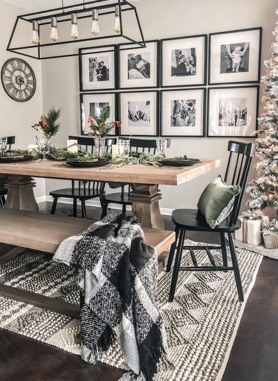 A Traditional Dining Room Wall Decor to Remind Your Family Memory