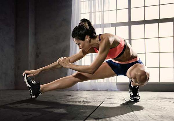 Khởi động kỹ trước khi luyện tập để phòng ngừa bong gân