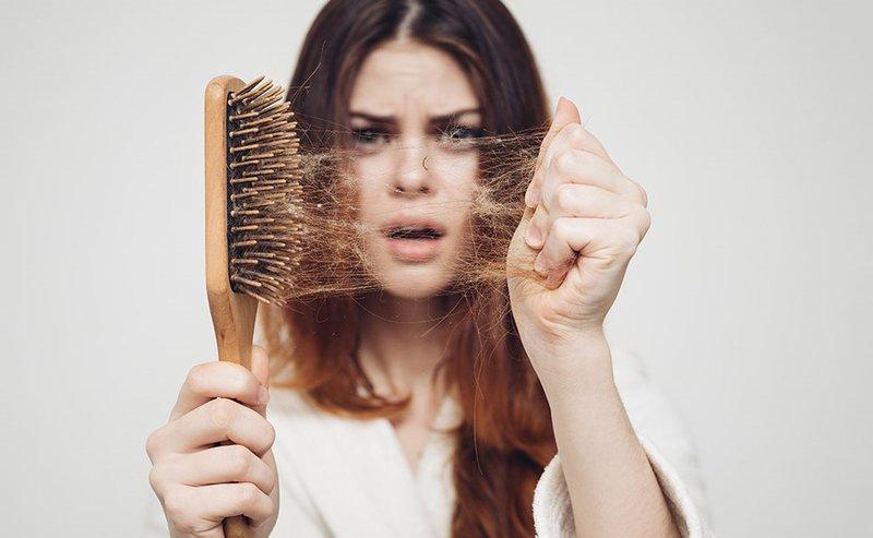 Rụng tóc nhiều có phải vấn đề bệnh lý?