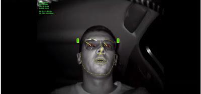 Слика од внатрешна камера насочена кон лицето на возачот