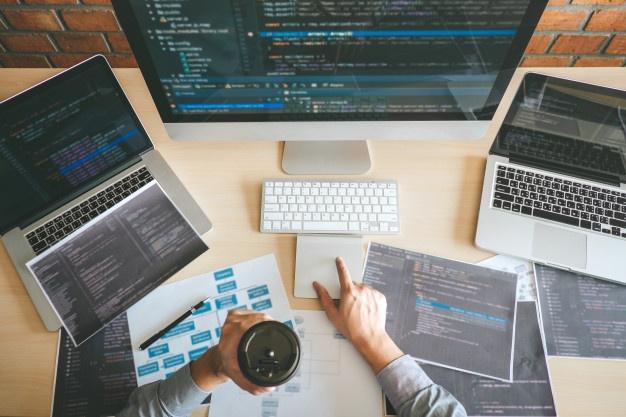 ilustrasi developer coding