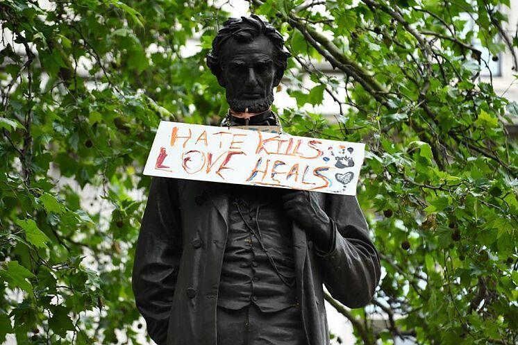La estatuafobia se extiende por Estados Unidos - www.ACUCARFM.com