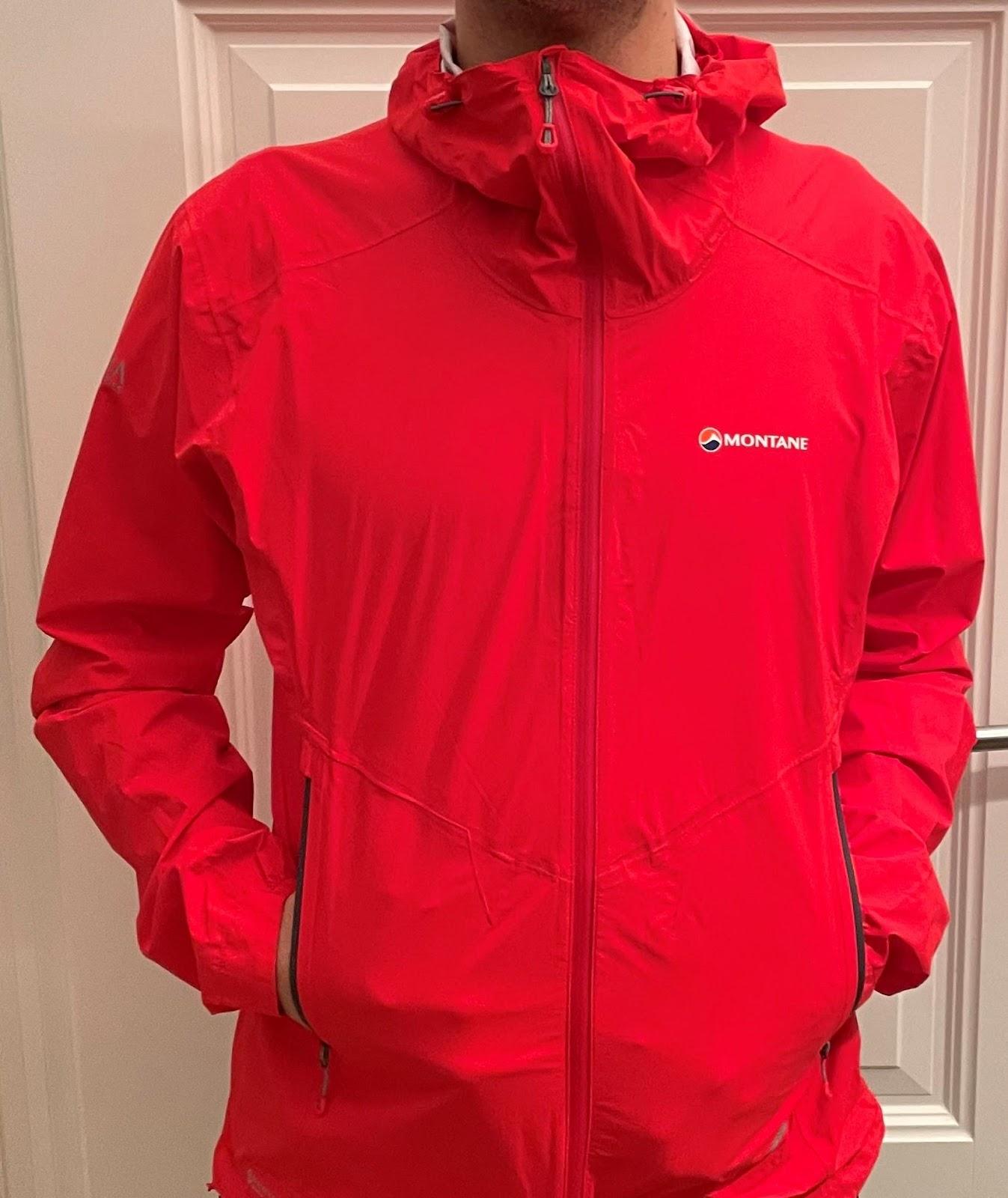 Ein Bild, das Person, Wand, rot, Kleidung enthält.  Automatisch generierte Beschreibung