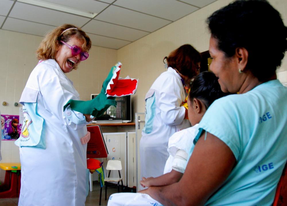 Olhar para a saúde dos profissionais que cuidam de pacientes graves é um desafio para a gestão de serviços de saúde. (Fonte: Shutterstock)