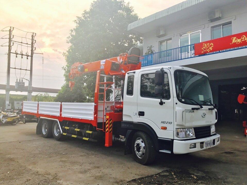 D:\HỢP DỒNG\Pictures\HYUNDAI\CẨU\hình xe cẩu hyundai\HD210\KANGLIM 6 TẤN 5 KHÚC\xe-tải-hyundai-14-tấn-hd210-gắn-cẩu-kanglim-5-tấn-6-tấn-model-ks1056 (5).jpg