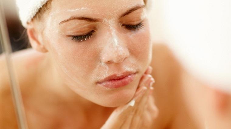 rửa mặt sau khi tẩy da chết
