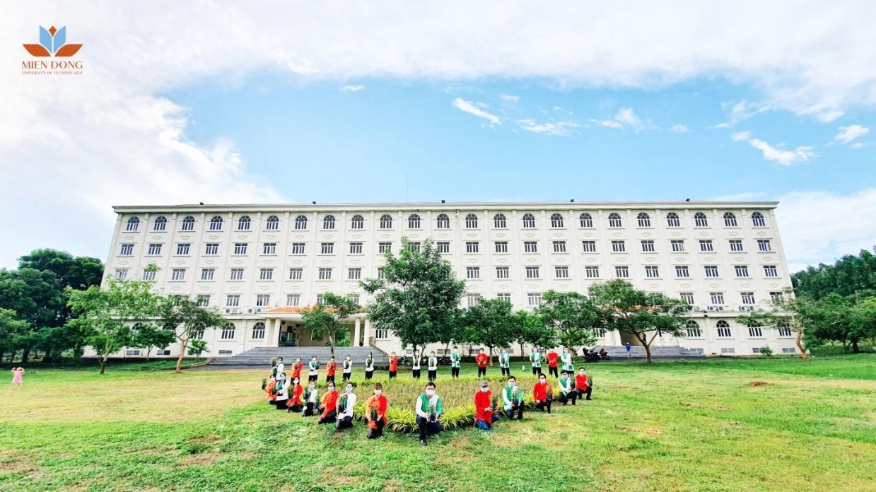 E:\MUT-NHG\Truyen thong\Truyen thong CT Me la Tinh yeu\Lễ công bố kết quả\Vườn hồng tặng Mẹ của Trường Đại học Công nghệ Miền Đông.jpeg