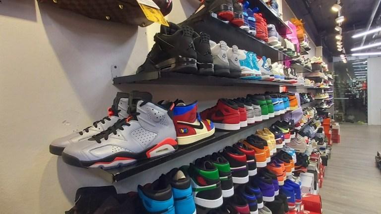 Authentic Shoes - Cửa hàng được đông đảo các fan giày hàng hiệu lui tới