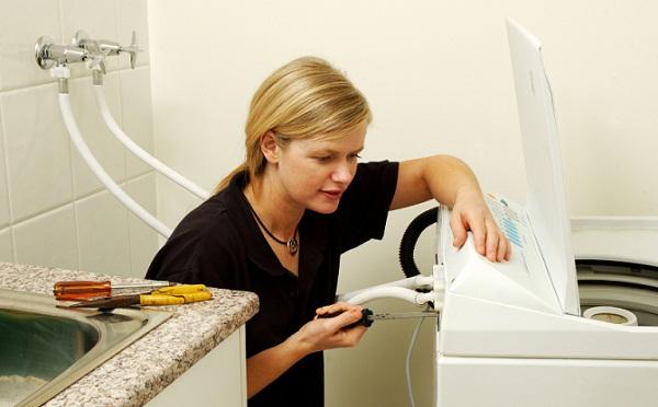 sửa lỗi e90 máy giặt electrolux