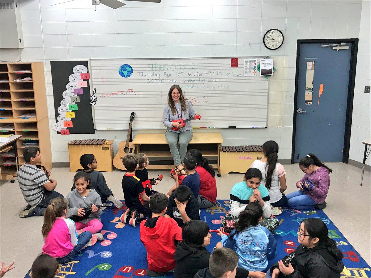 Navarro 4th graders playing ukulele