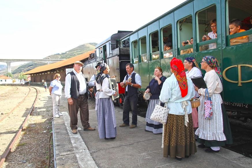A bordo do comboio histórico do Douro, uma experiência extraordinária | Portugal
