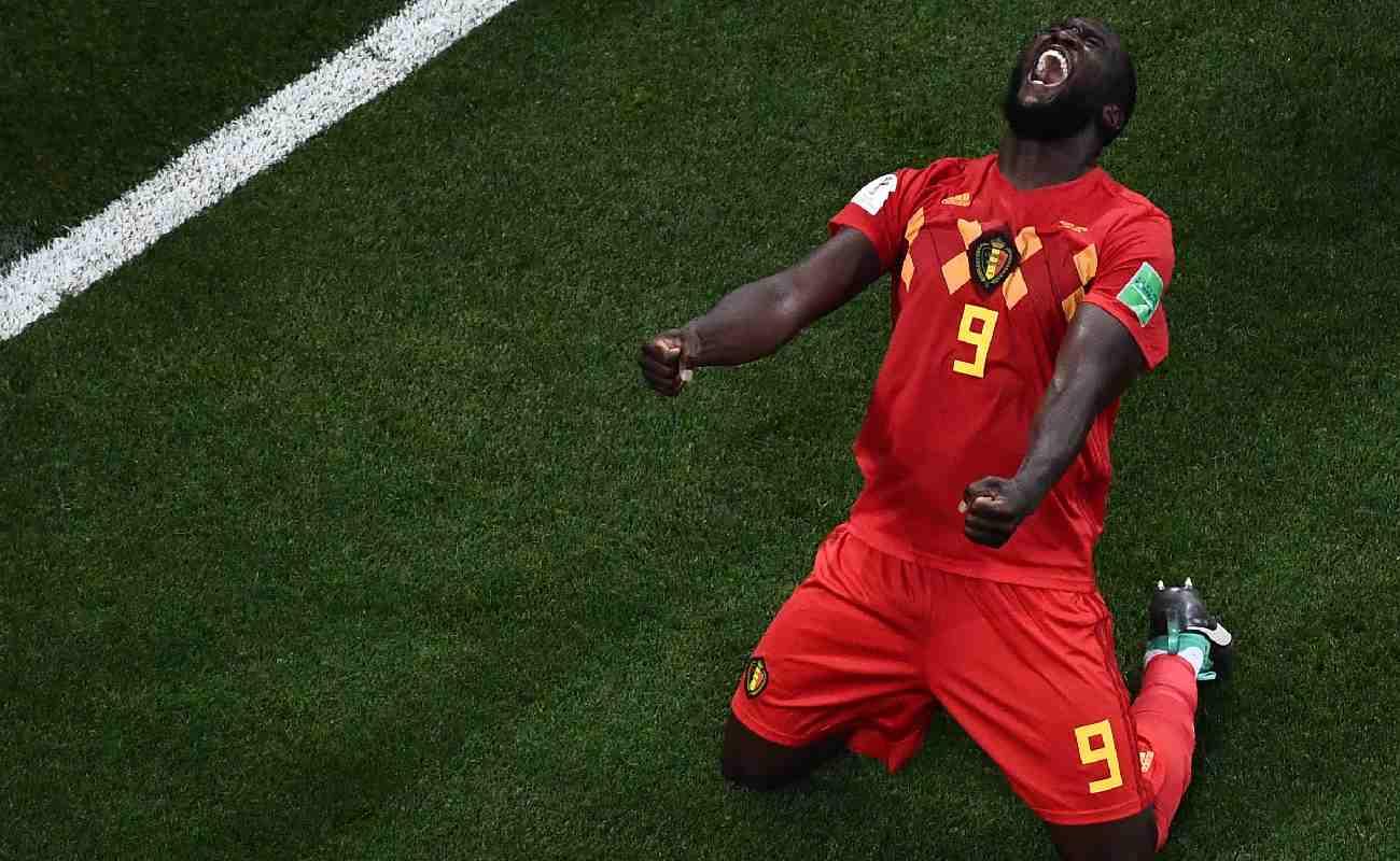 Alt: Romelu Lukaku of Belgium celebrates scoring a goal - Photo credit should read JEWEL SAMAD/AFP via Getty Images