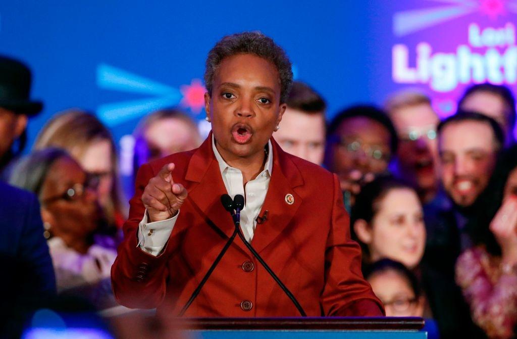"""Hiếu chiến và thói vô văn hoá là """"đặc trưng"""" của quan chức của ĐCSTQ. Nhưng tại một nước nổi tiếng văn minh như Mỹ, thì bà thị trưởng Chicago đã công khai văng tục và lăng mạ vị Tổng thống do dân bầu."""