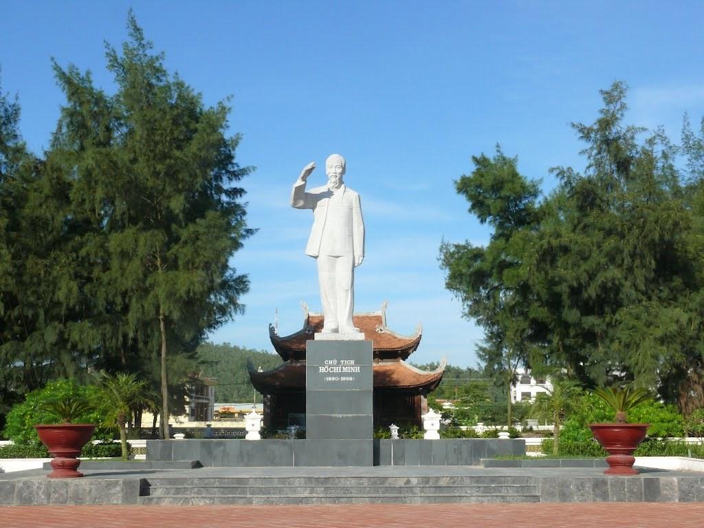 Nhà lưu niệm chủ tịch Hồ Chí Minh là điểm du lịch lý tưởng dành cho ai yêu thích văn hóa lịch sử