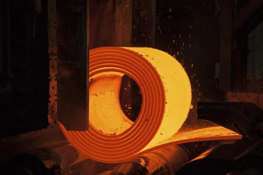 Thép cuộn cán nóng ở nhiệt độ 1.000 độ C