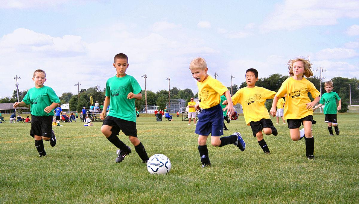 C:\Users\stefa\Downloads\1200px-Youth-soccer-indiana.jpg