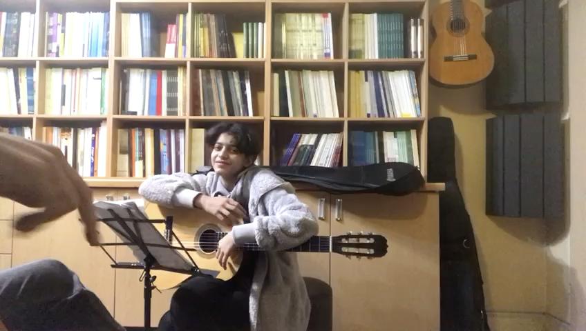 پدرخوانده نازنينزهرا شياسى هنرجوی گیتار فرزین نیازخانی