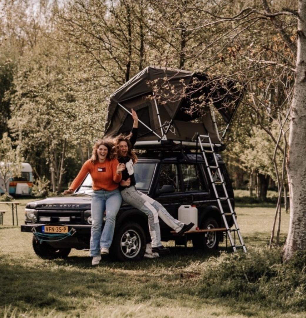 Twee vrouwen op een Campspace