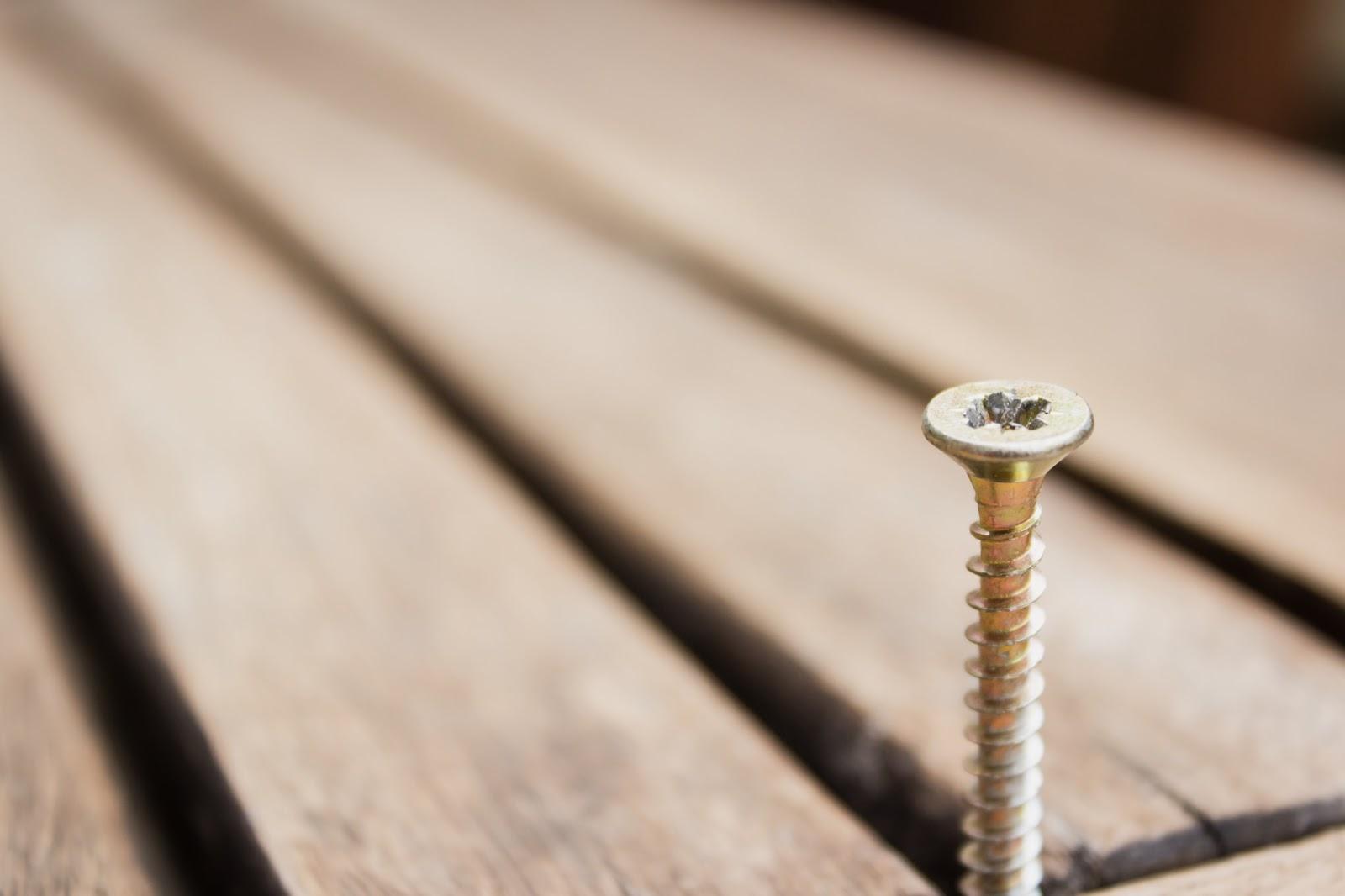 Woraus werden Schrauben hergestellt?