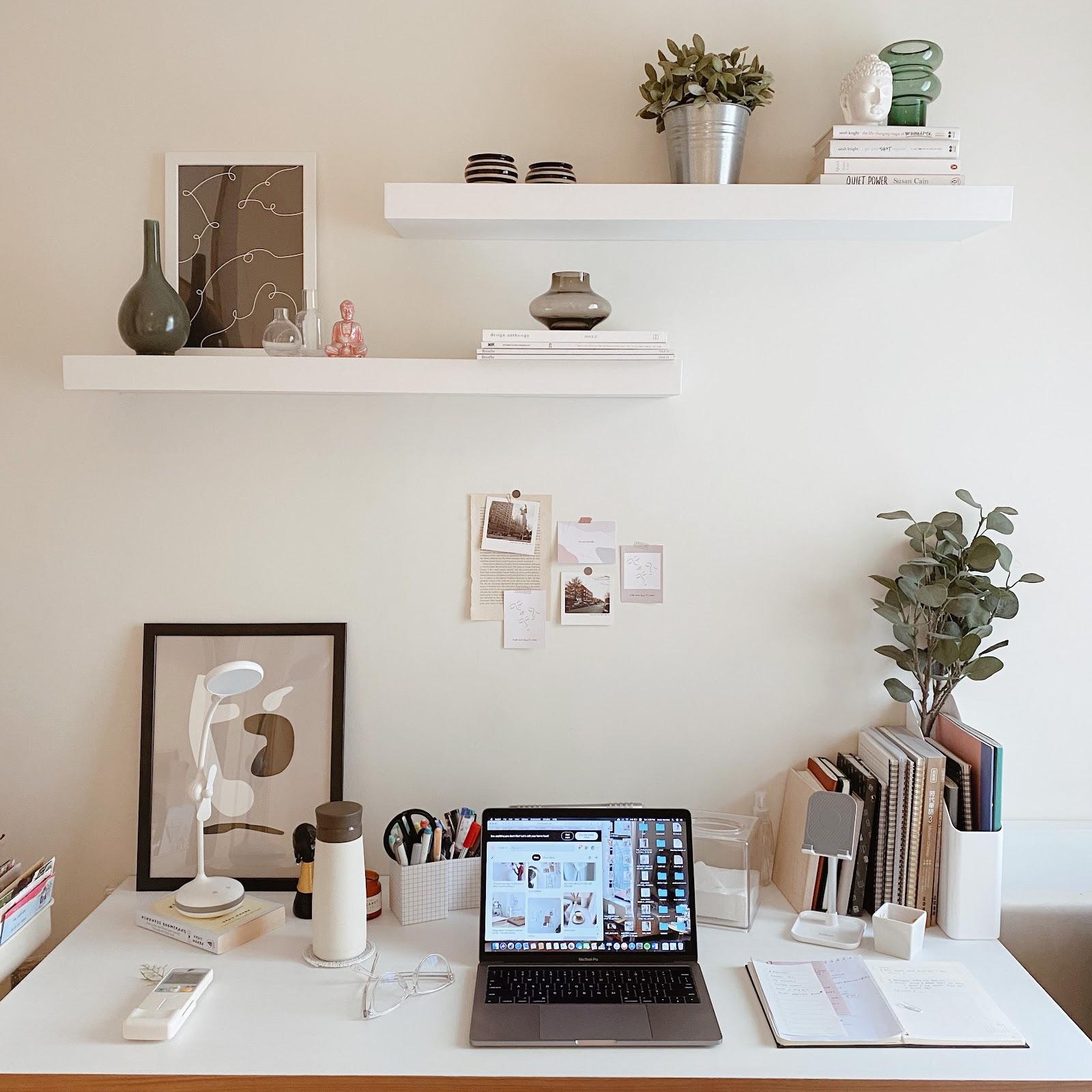 Inspirasi dekorasi area atau ruang kerja - source: instagram.com/keziamariska/