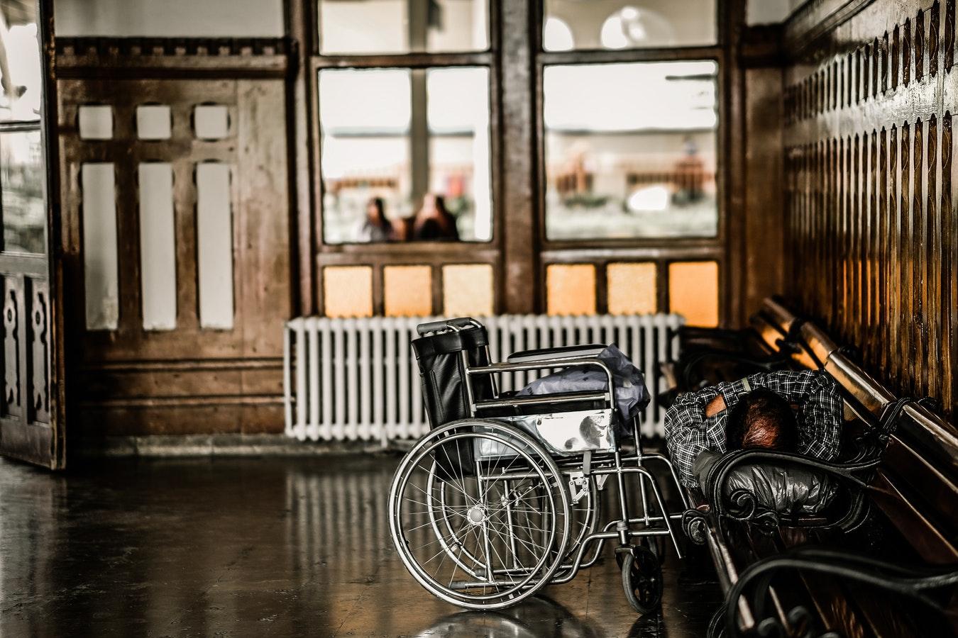 輪椅對於身障者代表著行動自由。