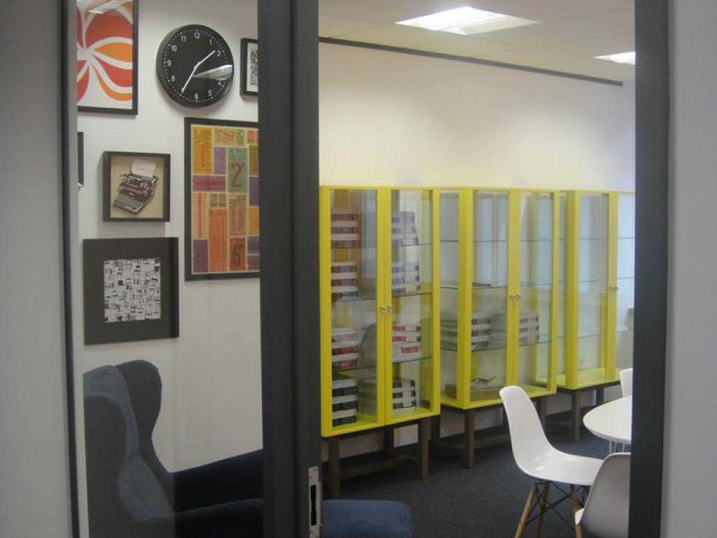 EC English Manchester - biblioteca