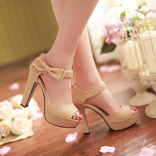 Giày cao gót nữ có quai