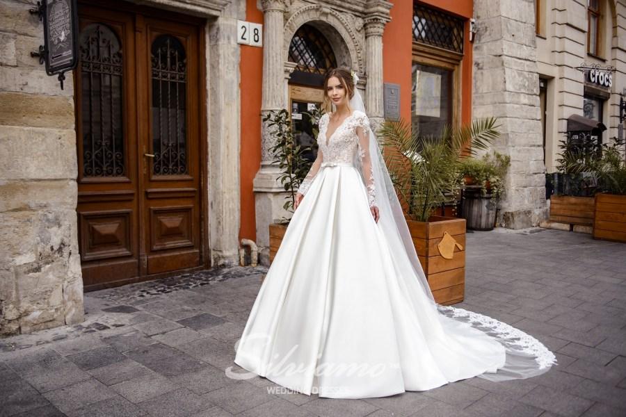 Весільнуа сукня з пишною спідницею в складки
