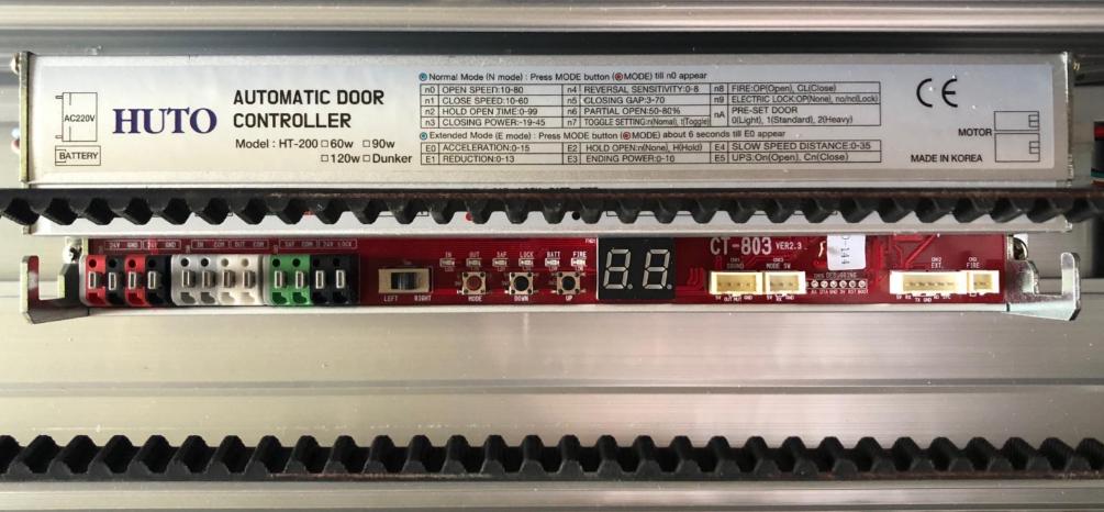 Bộ điều khiển cửa được sản xuất từ thương hiệu HUTO.